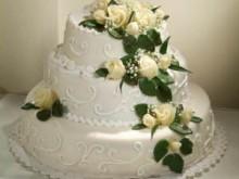 Svatební s vodopádem z růží
